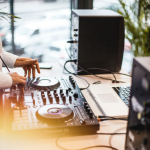 You're engaged! Now it's time to research vendors—for djs, cakes, espresso bars, venues & more! Check out Boston's Espresso Dave's top 9 bridal show survival tips before you go! www.espressodave.com #engaged #bridetobe #boston #bridetribe #weddingideas #dj
